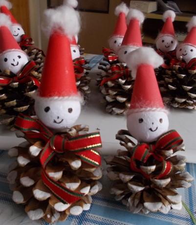 Vánoční ozdoby ze šišek